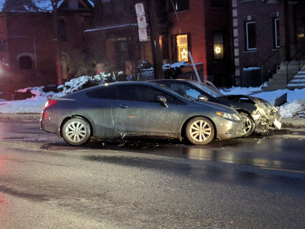 Two-car collision on Aberdeen between Queen and Locke on December 13, 2017 (Image Credit: Ryan McGreal)