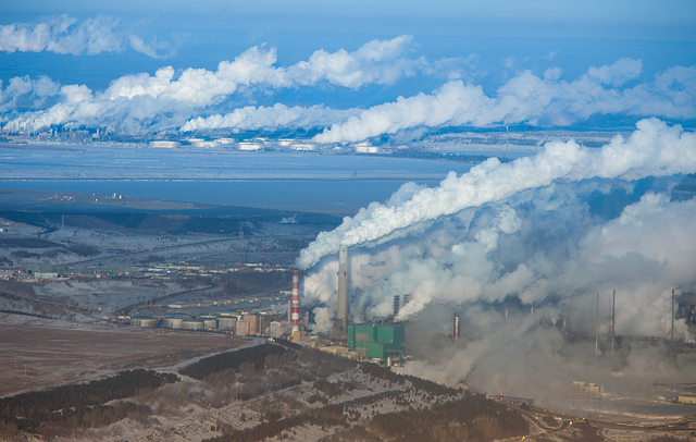 Alberta Oilsands, Fort McMurray (Image Credit: Kris Krüg/Flickr. CC BY-NC-SA 2.0)