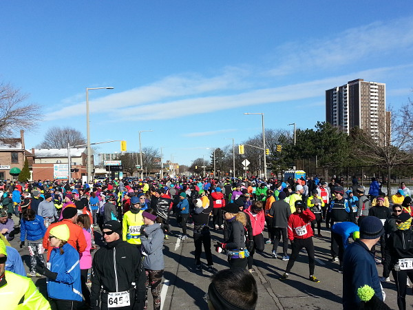 Runners assembling behind the starting line (RTH file photo)
