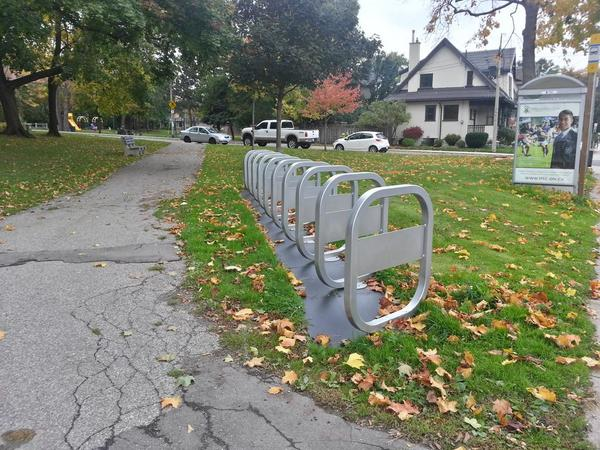 Bike share station, Aberdeen and Queen