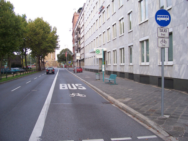 Bikes allowed in bus lane in Mannheim (Image Credit: Wikimedia Commons)