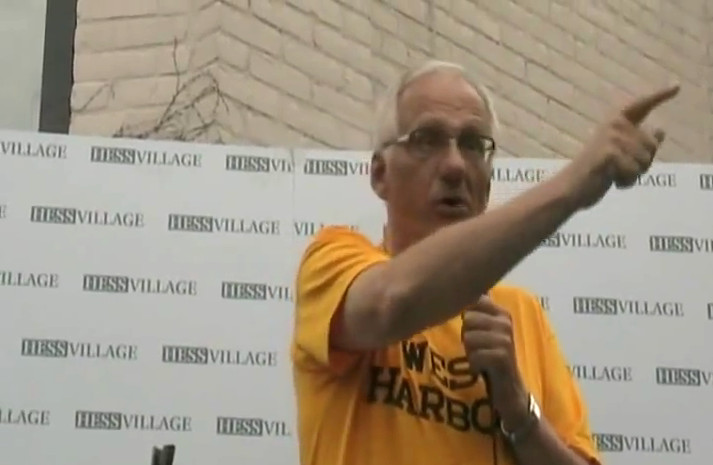 Bob Bratina wearing a West Harbour t-shirt at a rally in August 2010, before flip-flopping on the stadium location