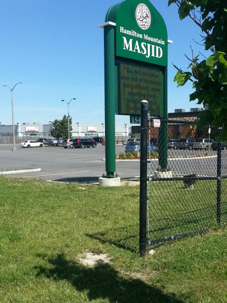 Desire line between Hamilton Mosque parking lot and neighbouring Leons Furniture parking lot