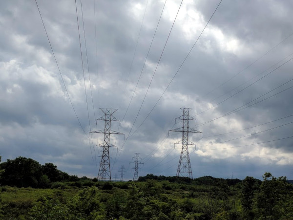 Electric transmission lines in Ontario (RTH file photo)