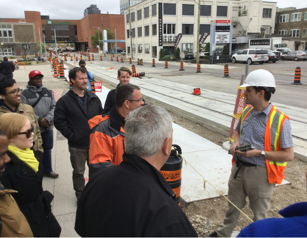 Andrew deGroot discussing construction to the group (Image Credit: Mark Rejhon)