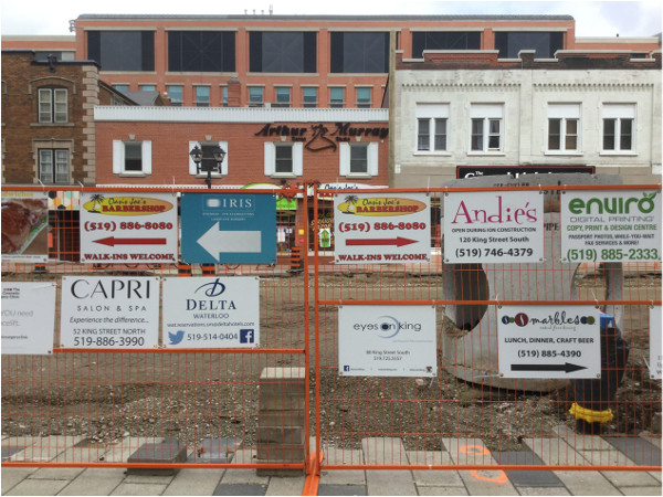 Business wayfinding attached to construction fences (Image Credit: Mark Rejhon)