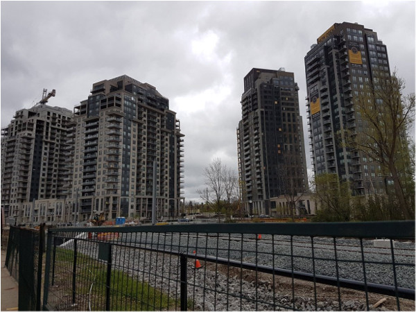 Many new developments next to the LRT route (Image Credit: Damin Starr)
