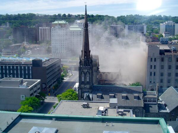 Large cloud of dust several storeys in height rising from the James Baptist site (Image Credit: Eric McGuinness)