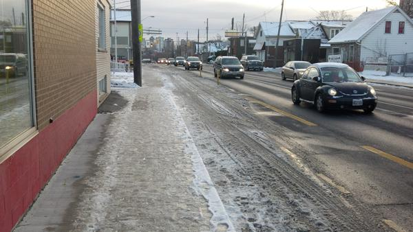 Snow not cleared on King Street West bike lane between Paradise and Macklin (Image Credit: Spencer Snowling/Twitter)