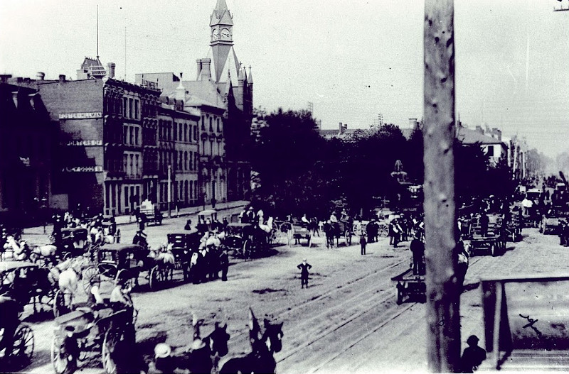 Early cars at Gore Park