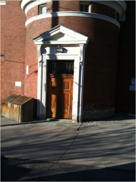 Alleyway entrance to Central Presbyterian Church