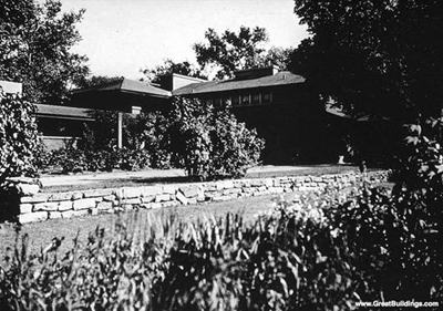 The Martin House, by Frank Lloyd Wright (Photo Credit: Great Buildings)