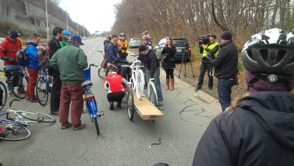 Removing the ghost bike from its trailer (Image Credit: Jeffrey Neven)