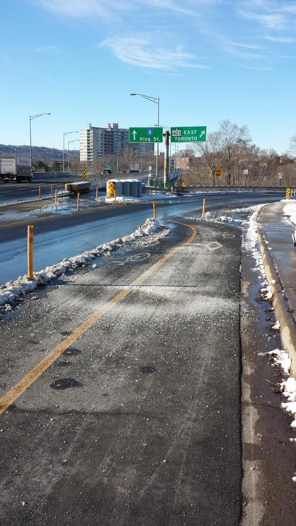 King Street crossing Highway 403: clear and salted (Image Credit: Andrew Pettit/Twitter)