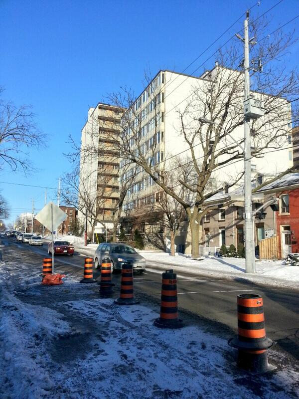 Smooth flowing traffic on Queen at Hunter with only one lane open (RTH file photo)