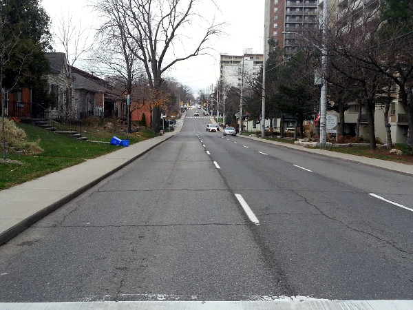 Queen Street South during PM rush hour, in between platoons (RTH file photo)
