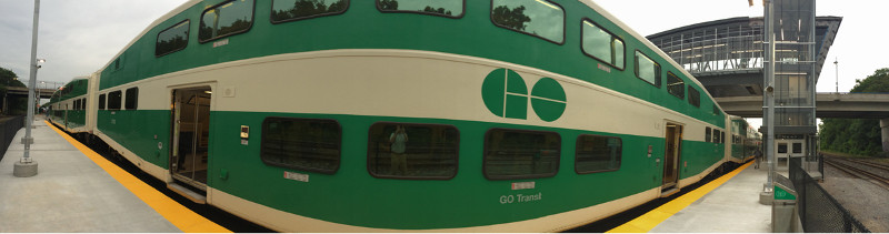Panorama of a GO Train at West Harbour Platform (photo by Mark)