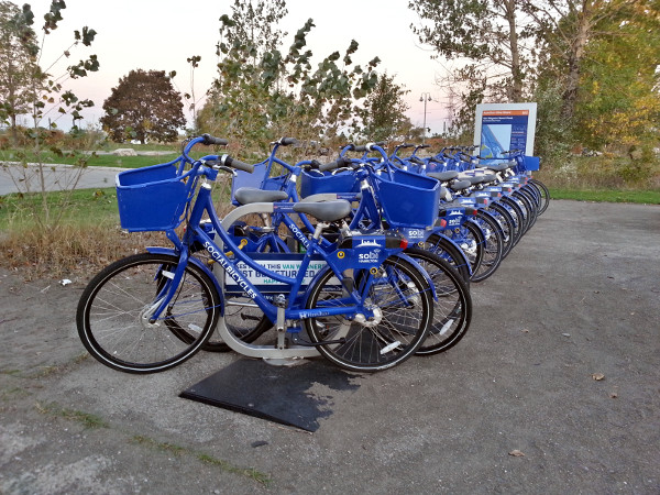 Hamilton Bike Share station at Van Wagner's Beach Road