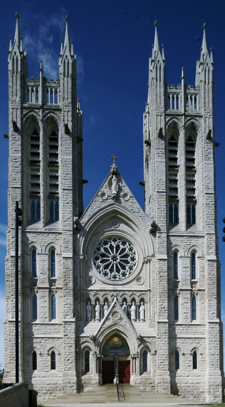 Fig. 2. Guelph, Basilica of Our Lady Immaculate, W (E) façade.