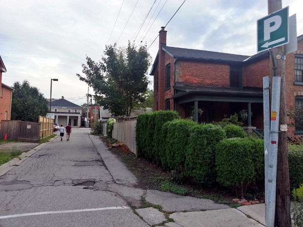 Easy access to King Street via Wilson Lane and off-street municipal parking